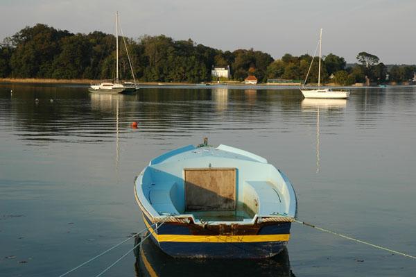 http://lenou.h.free.fr/Photos/Bretagne04-05/Port_La_Foret.jpg